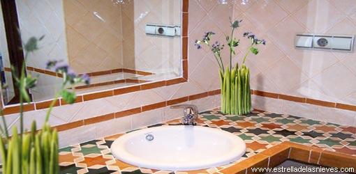 Los cuartos de baño y aseos hotel Estrella de las Nieves Alpujarra ...